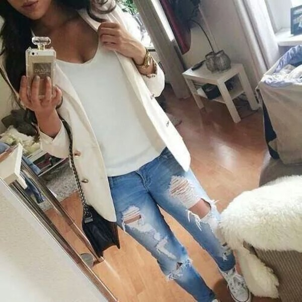 jeans destroyed skinny jeans coat boyfriend jeans ripped jeans distressed boyfriend jeans white blazer blazer cute jeans cute blazers phone cover white coat blouse cardigan ripped jeans denim jacket white blue summer t-shirt shoes