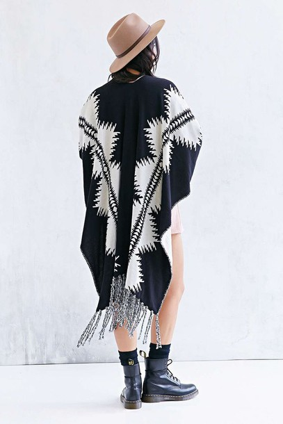 coat poncho alternative indie white cute hipster hippie urban hippie alternative poncho pattern reversible pendleton aztec aztec cardigan jacket