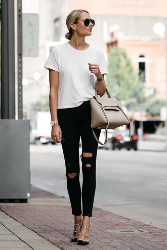 t-shirt skinny jeans tote bag studded sandals blogger blogger style