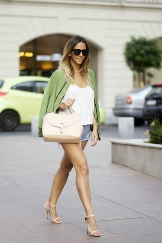 let's talk about fashion ! blogger jacket shorts t-shirt shoes bag jewels sunglasses