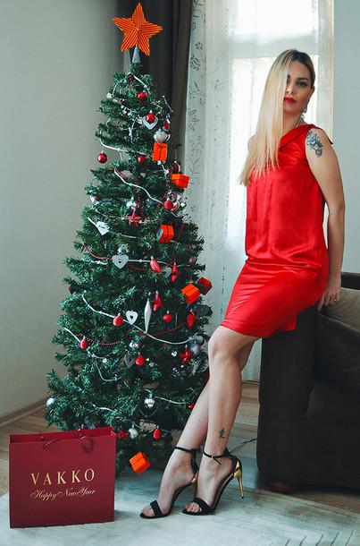 ag on i ya blogger red dress sandals christmas dress shoes