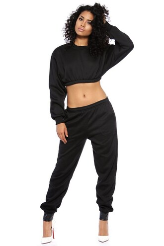 top black white crop tops crop black crop top long sleeves long sleeve crop top pants black pants loose crop top white heels shoes asia dee asiadee curly natural hair african american