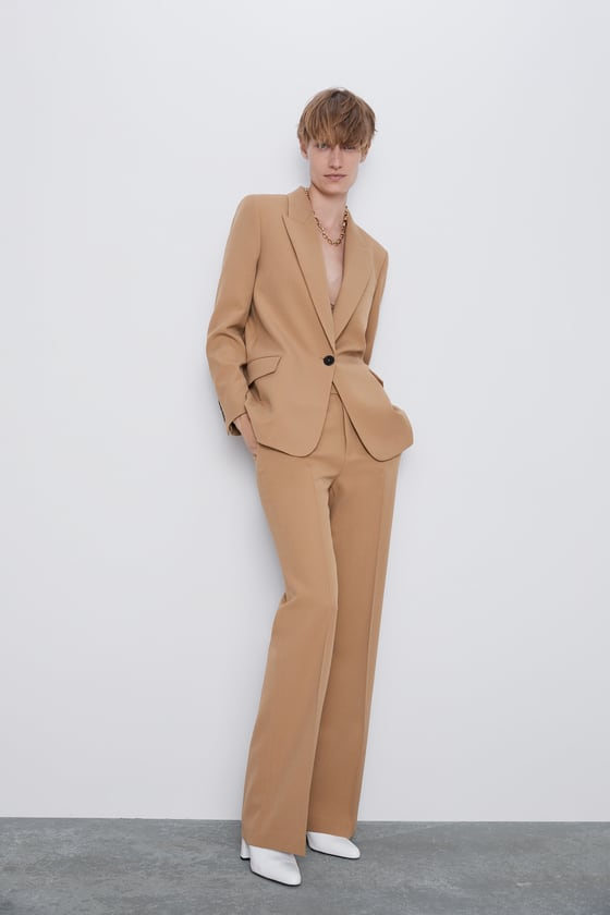 SUIT WITH FLAP POCKETS