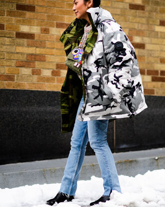 jacket tumblr printed jacket nyfw 2017 fashion week 2017 fashion week streetstyle camouflage camo jacket puffer jacket oversized jacket oversized jeans denim blue jeans winter outfits winter jacket winter look