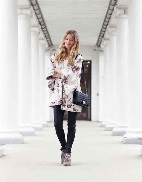 passions for fashion blogger t-shirt pants shoes bag