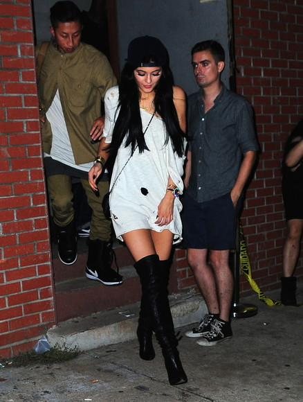 high heels ripped holes kylie jenner white shirt knee high boots help me please ?