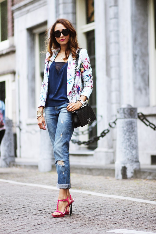 preppy fashionist blogger sunglasses jacket top jeans shoes bag jewels make-up printed blazer