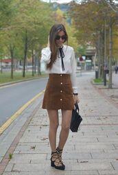 skirt,camel suede skirt,camel skirt,mini skirt,suede skirt,white shirt,shirt,sandals,lace-up shoes,bag,black bag,fashionista