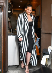 coat,robe,stripes,chrissy teigen,black and white,midi dress,sandals
