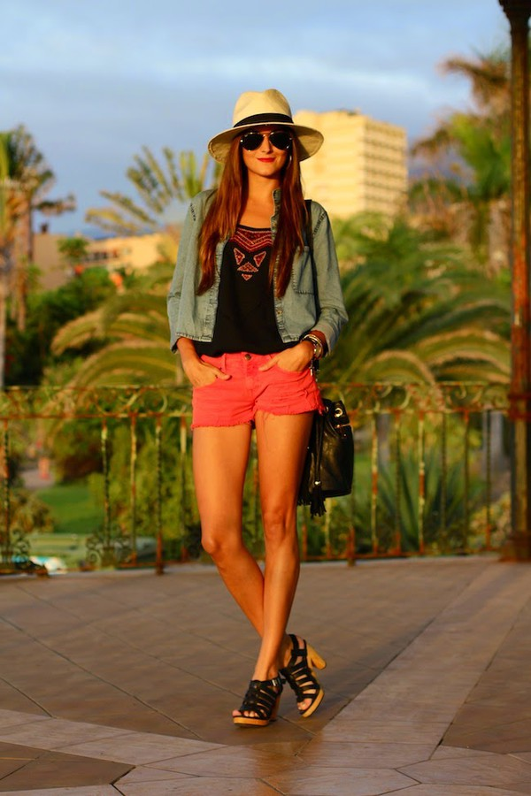 marilyn's closet blog top shoes jewels shirt shorts hat