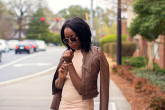 millennielle blogger nude dress leather jacket brown