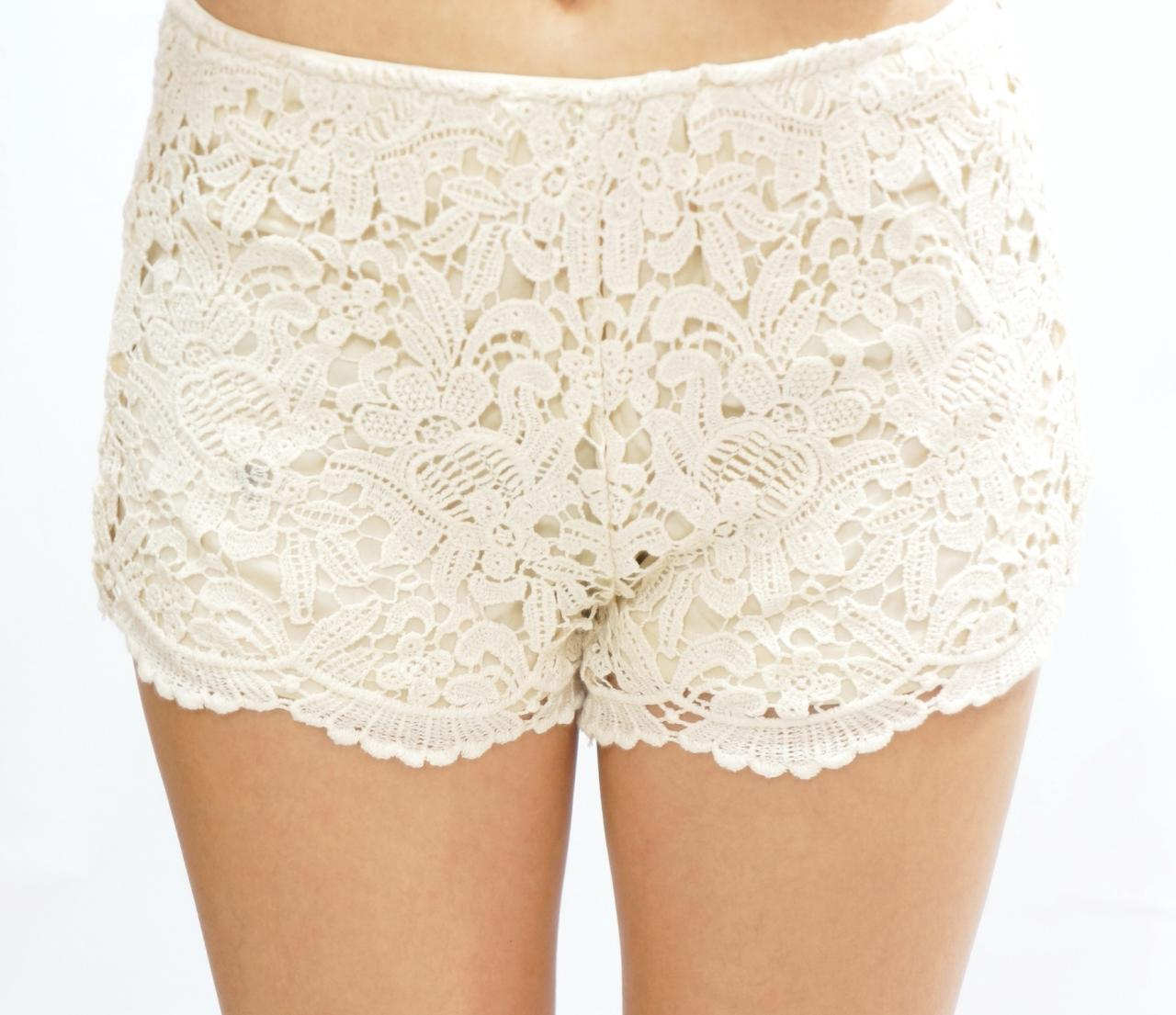 Floral Lace Short - Creamy White on Luulla