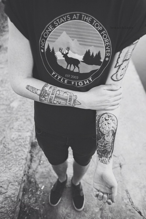 shirt black t-shirt grunge soft grunge dark title fight no one stays at the top forever est. 2003 tattoo black and white bag shorts vintage hipster tumblr t-shirt cuffed sleeve t cuffed sleeves
