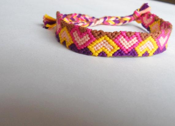 Handmade Heart Friendship Bracelet par LJKnotShop sur Etsy