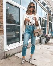 jeans,ripped jeans,high waisted jeans,cropped jeans,straight jeans,mules,snake print,logo tee,blazer,shoulder bag,round sunglasses