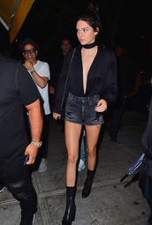 shorts,boots,plunge v neck,kendall jenner,choker necklace,denim shorts,kardashians,jewels,jewelry,necklace,black choker,keeping up with the kardashians,celebrity style,celebrity,model,model off-duty,absolutemarket,bag