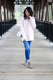 refined couture,blogger,sweater,jeans,shoes,socks,bag,crossbody bag,pink sweater,ankle boots,grey boots