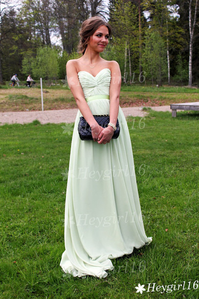 dress strapless and sleevelss prom dress elegant and beautiful also fit for prom and evening party