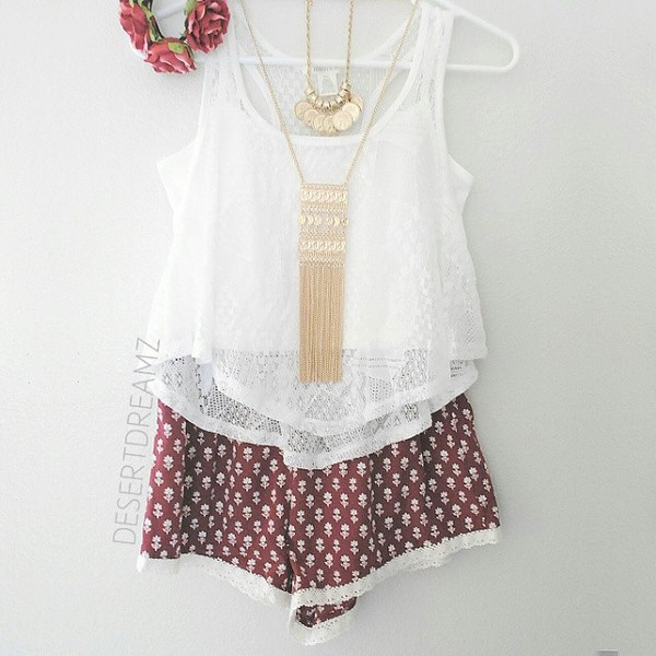 tank top white lace necklace gold flowered shorts boho