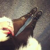 pants,leather,black,leggings,leather look