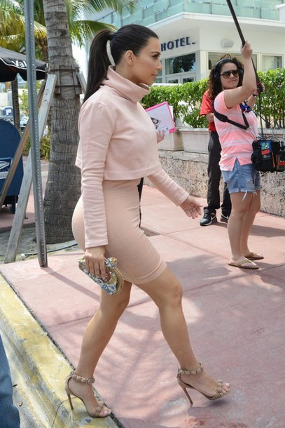skirt kim kardashian. t-shirt bag