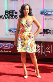 kerry washington,dress,floral dress,tube dress,pumps,white pumps,high heel pumps,summer dress