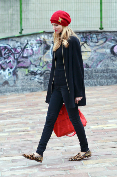 black coat coat shoes red bag bag chiara ferragni hat