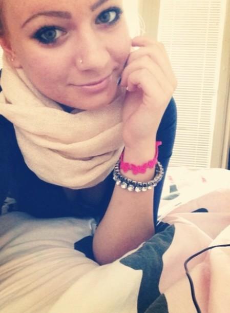 scarf girly make-up piercing bracelet cruciani bracelets charm bracelet black blond hair glossy outwear