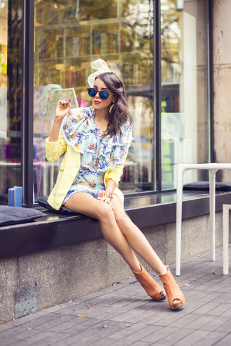 macademian girl blogger sunglasses girly peep toe boots blazer mirrored sunglasses romper