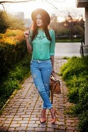 the bow-tie,blouse,jeans,hat,bag,shoes