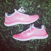 shoes,sneakers,nike,nike running shoes,nike sneakers,pink,white,pink and white,athletic