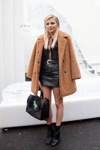 skirt chloe grace moretz celebrity style celebrity black skirt black leather skirt leather skirt mini skirt coat winter coat camel coat bag handbag black bag shirt black shirt black boots boots