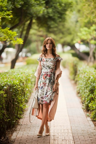 the bow-tie blogger dress coat shoes bag pumps trench coat floral dress summer dress handbag