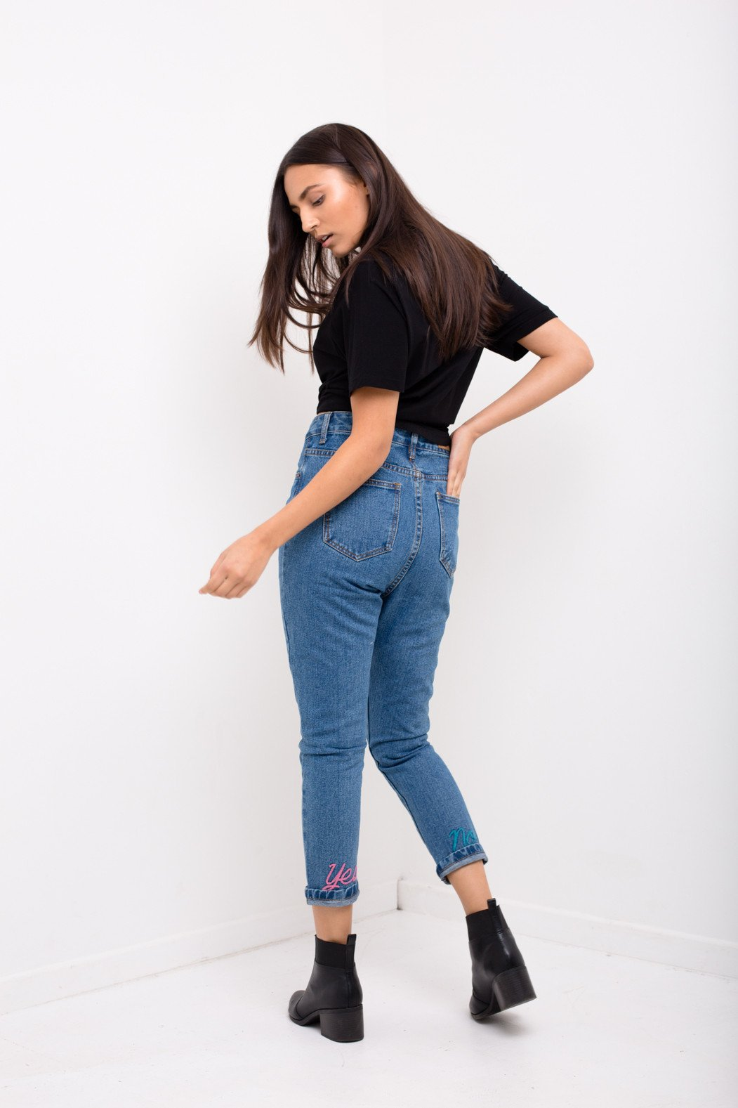 High Espirit Yes No Mom Jean With Embroidery Slogan Hem