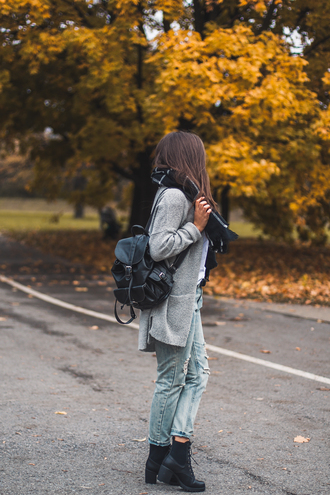cardigan tumblr grey cardigan backpack black backpack back to school fall outfits boots black boots high heels boots platform boots denim jeans blue jeans ripped jeans