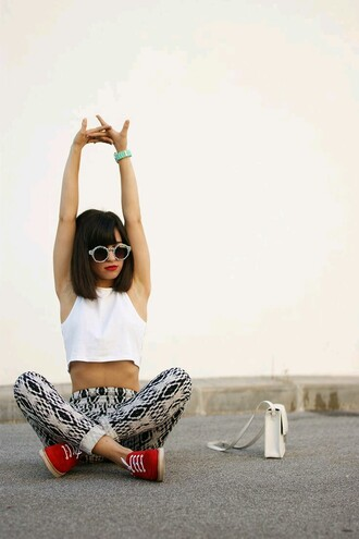 leggings retro white black and white sunglasses red vans crop tops white bag red lipstick printed pants hipster