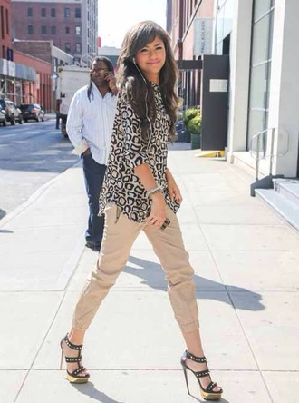 shirt zendaya shoes