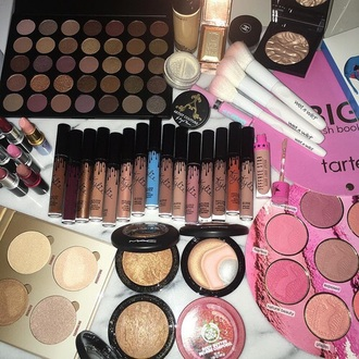 make-up highlighters highlight eye shadow lip foundation makeup brushes makeup palette face makeup lipstick lip gloss