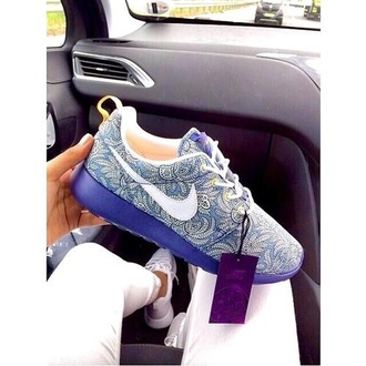 shoes nike nike roshe run nike running shoes nike shoes nike sneakers nike roshes floral blue pattern boho blogger chic hipster style