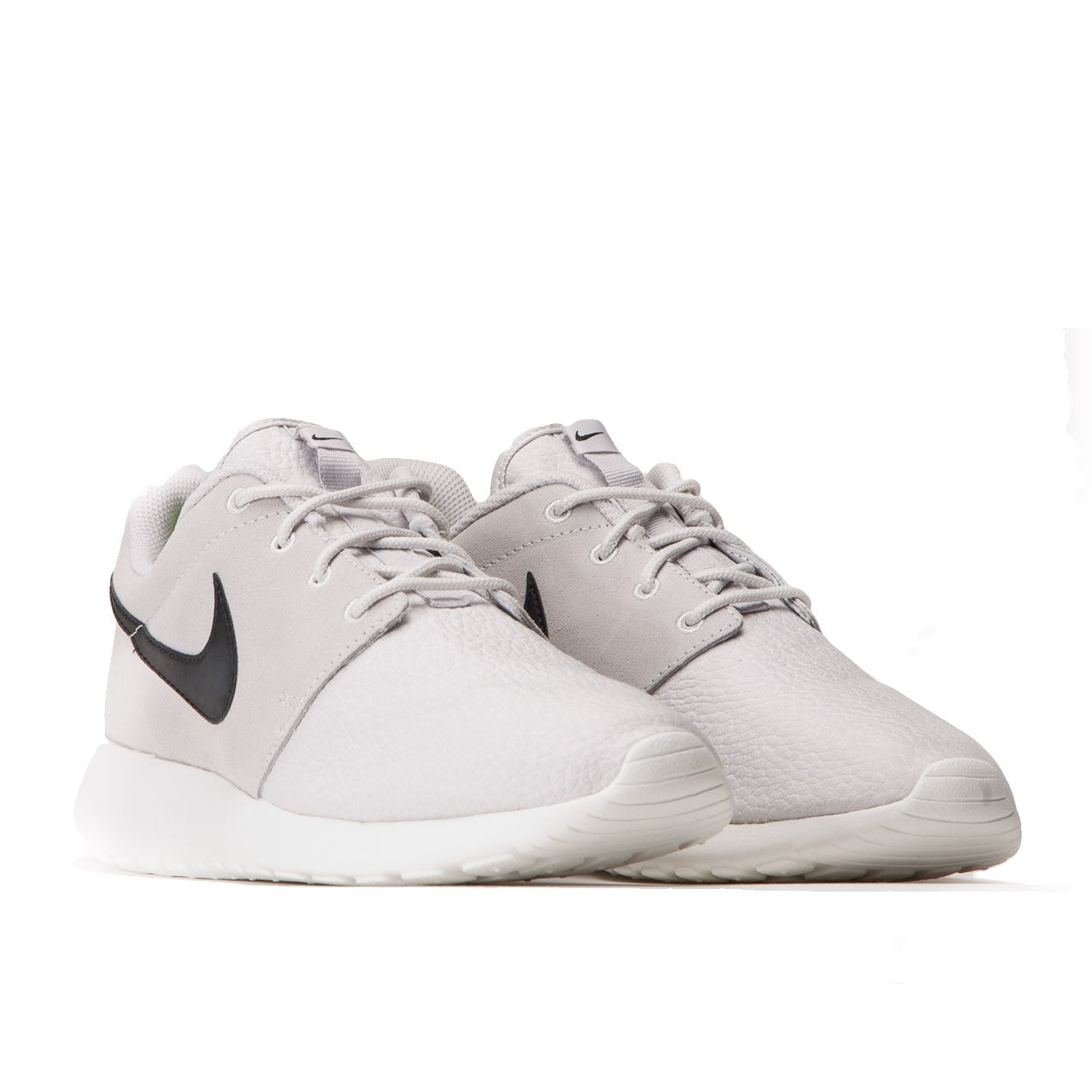 nike roshe run suede light ash grey schwarz wei. Black Bedroom Furniture Sets. Home Design Ideas