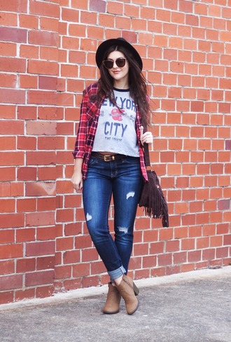 carly maddox blogger t-shirt shoes jeans bag