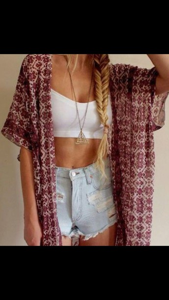 cardigan boho outfits red cardigan white crop tops jewerly necklace top white crop tops crop tops shorts High waisted shorts jewels gold necklace red kimono boho kimono sweater High waisted shorts necklace