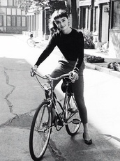 pants,grey,black,long sleeves,tight,shirt,bike,vintage,jewels,audrey hepburn