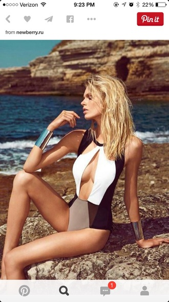 swimwear bathingsuits fashion style black and white fashionista model beach summer bikini monokini sexy modern cut-out
