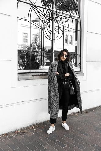 modern legacy blogger long coat grey coat white sneakers black blazer black pants minimalist