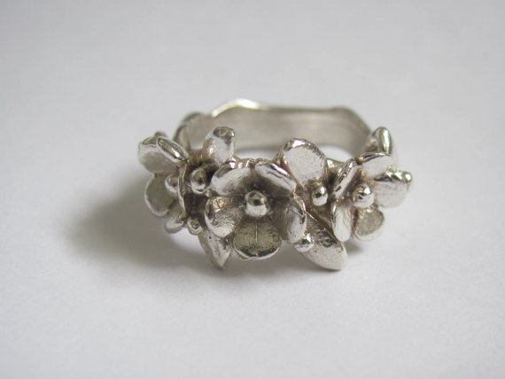 Sterling silver flower wreath ring par christienano sur etsy
