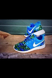 shoes,nike roshe run,nike,nike roshe run palm trees,blue green plan tree nike roshe,blue,roshes,palm tree print,trainers,running shoes,orange,pattern,nike running shoes,hawaiian,roshe runs,nikes,neon,tropical,floral,sneakers,athletic,bright,swoosh,nike blue palm trees,palm tree,nike shoes,blue and green