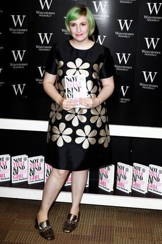 dress lena dunham celebrity style celebrity actress black dress floral dress midi dress curvy short sleeve dress shoes gold shoes mid heel pumps green hair