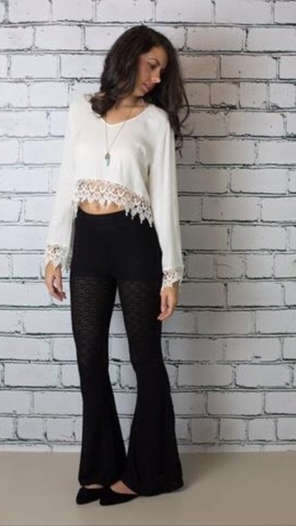 black jeans white lace crop top shirt black mom jeans