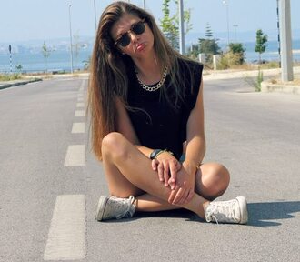 t-shirt black shoes hipster beach skin fat like cute white short long hair pretty tank top jewels all star
